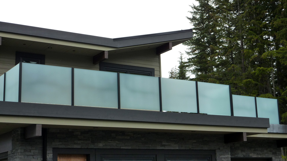 Vancouver glass railing installations of glass railings for Glass balcony railing
