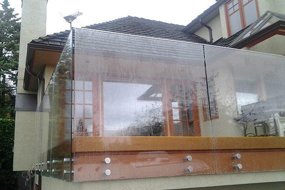 Seamless Frameless Railing Glass Installation